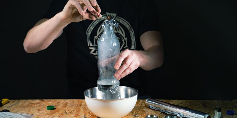 Bong De Gravedad De Cascada: Cuando El Nivel Del Agua Esté Por Debajo Del Agujero, Retira El Papel De Aluminio