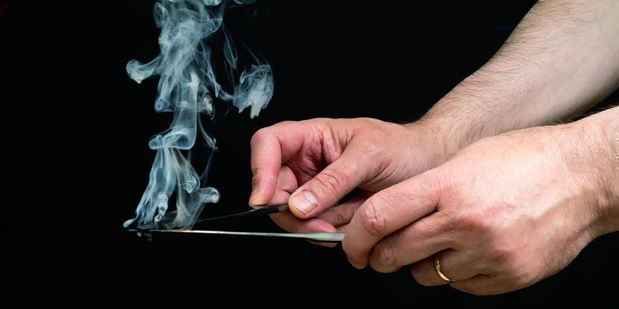 Fumar Hachís Con Cuchillos