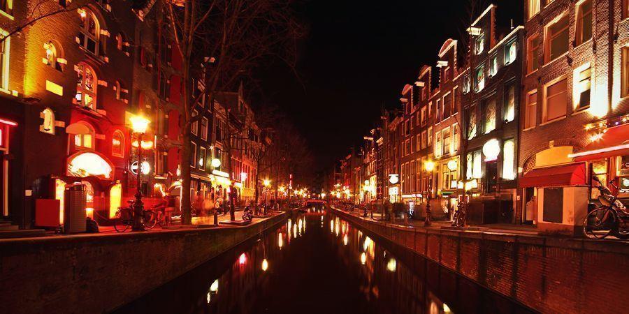 Lugares Para Fumar En Ámsterdam: El Barrio Rojo