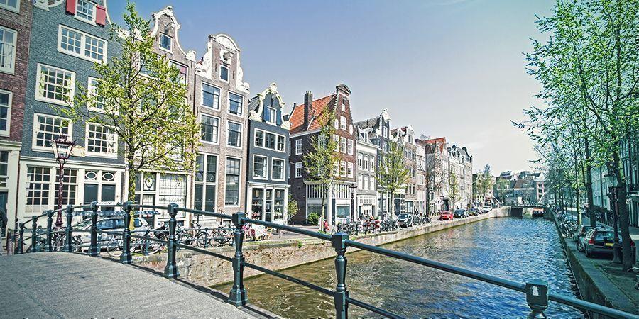 Lugares Para Fumar En Ámsterdam: Canales Pintorescos