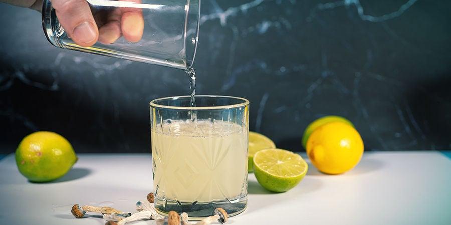 instrucciones para hacer lemon tek: Añade Agua O Té (Ique No Esté Hirviendo!) Al Jugo