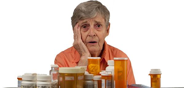 Anciana con medicinas