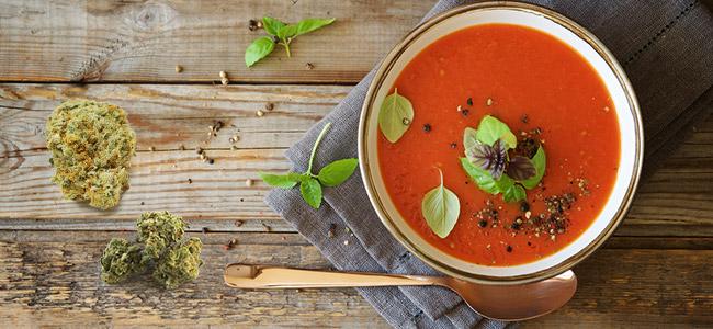 Sopa de tomate de marihuana