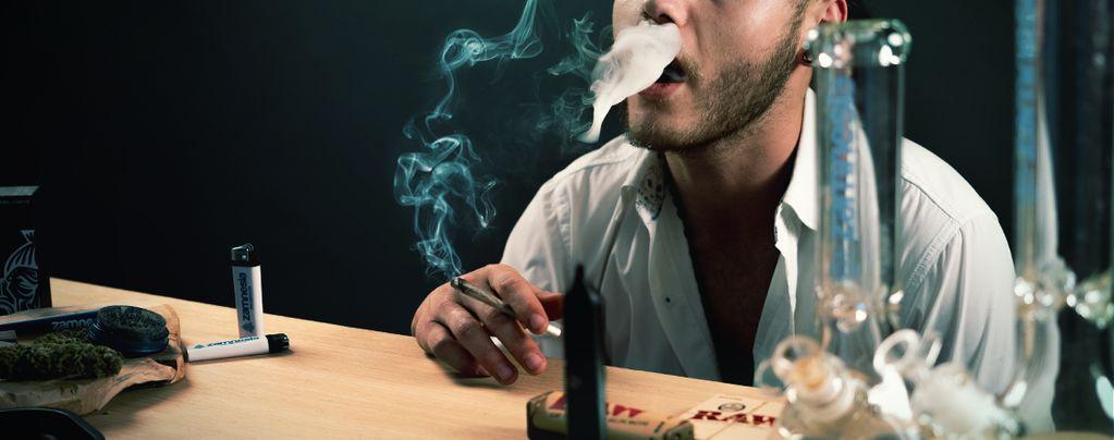 Colocas Más Aguantas Caladas Marihuana