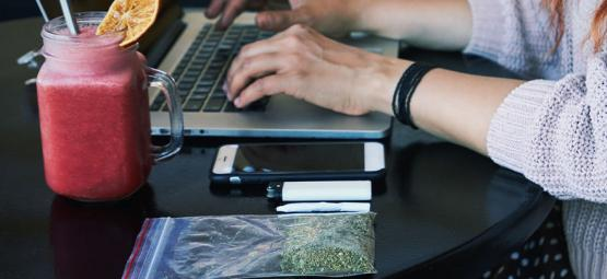 Guía para fumar marihuana en el trabajo de forma discreta